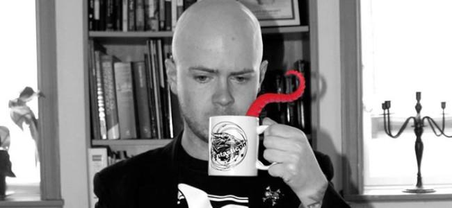 """""""Jeg bliver frustreret bare der går én dag, hvor jeg ikke får skrevet eller skabt et eller andet."""" –  Et interview med Lars Kramhøft"""